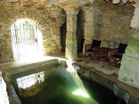 Bath pool