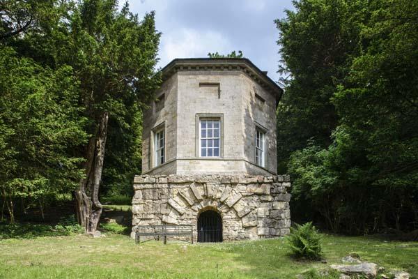 bathhouse-exterior-main-600x400